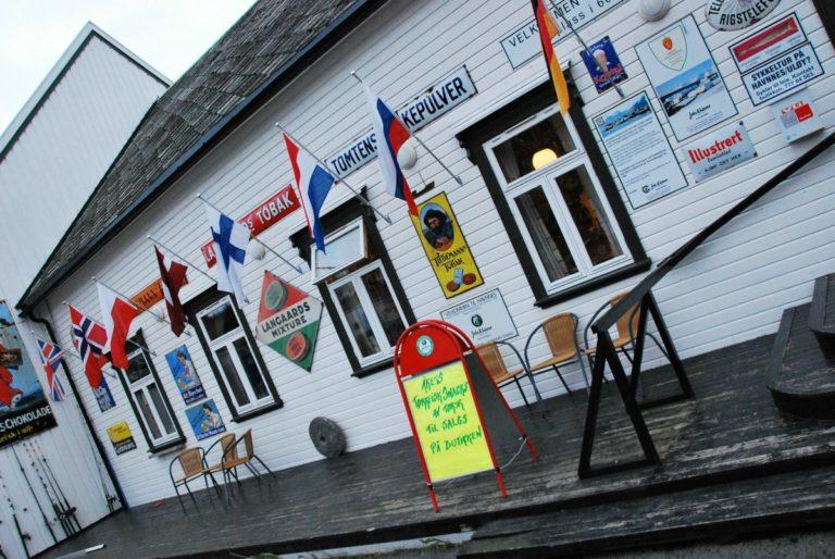 Butikken er sentrum for aktiviteten  © Knut Hansvold