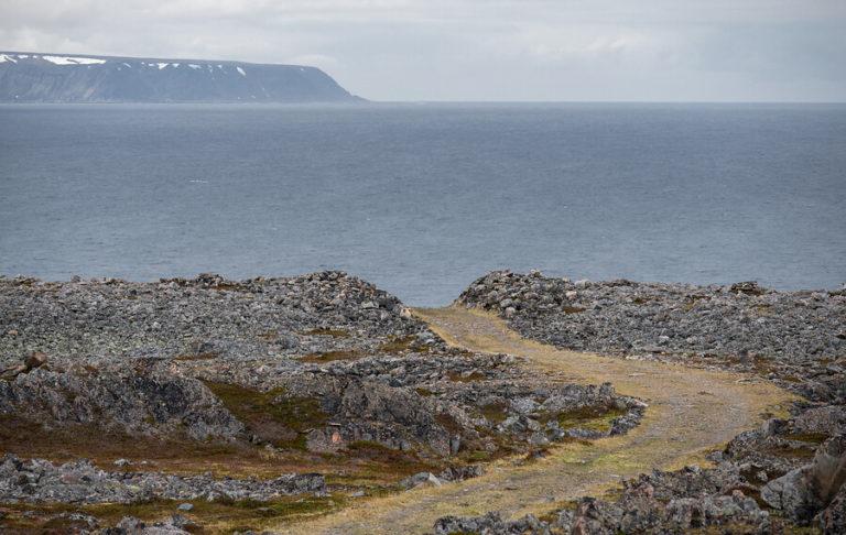 Steinlandskap ved Barentshavet © Jarle Wæhler/Statens vegvesen