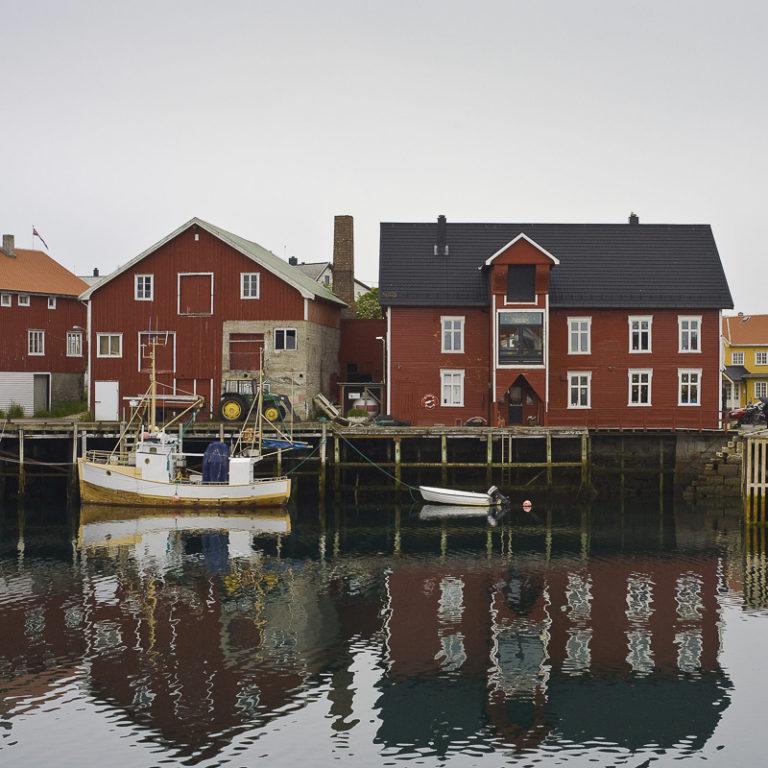 Old wharf houses on stilts © Espen Mortensen/EsMo Foto
