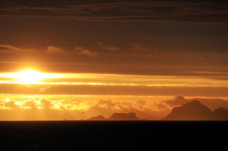 Utsikt nordover fra Laukvika på Austvågøya, med Bø i Vesterålen til høyre © Steinar Skaar/Statens vegvesen