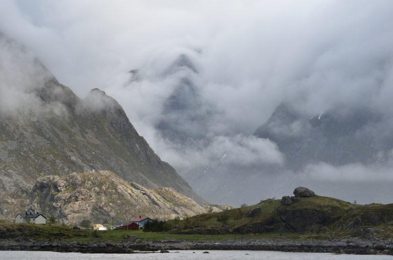 Bomull rundt fjellene en kjølig natt © Jarle Wæhler/Statens vegvesen