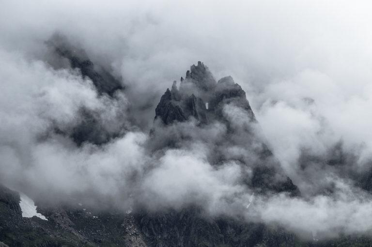 Når tåka ruller inn over Lofoten, blir stemningen trolsk © Jarle Wæhler/Statens vegvesen