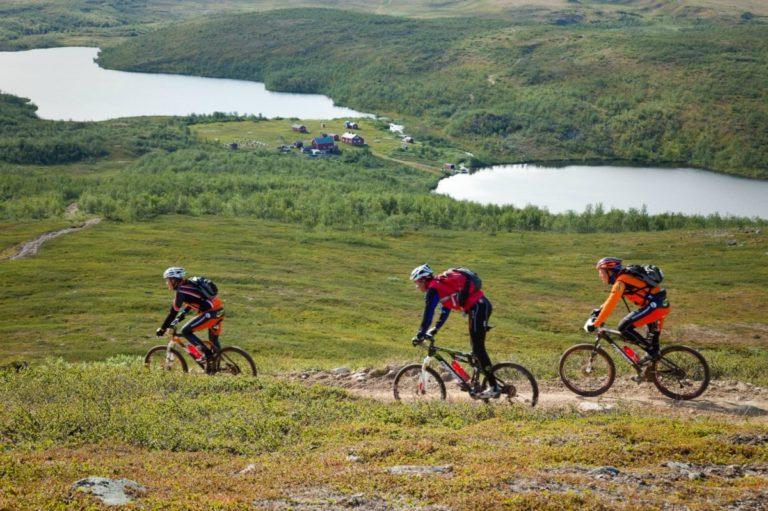 I rask nedkjøring mot Jotka fjellstue © Offroadfinnmark