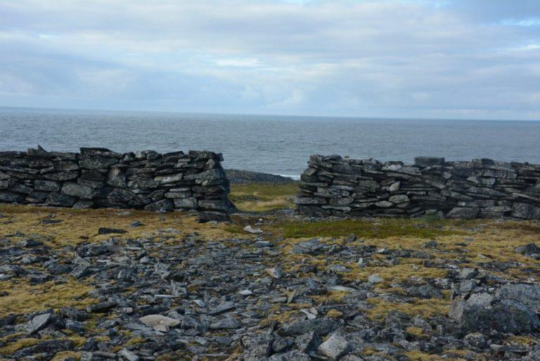Gamle murer i det forlatte kulturlandskapet © Knut Hansvold