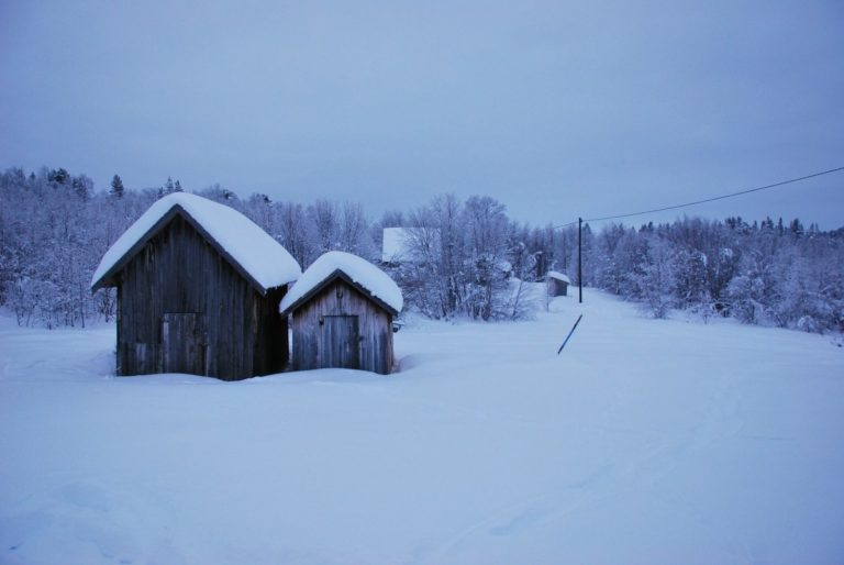 Traditional buildings during your journey past Namdalen © Knut Hansvold
