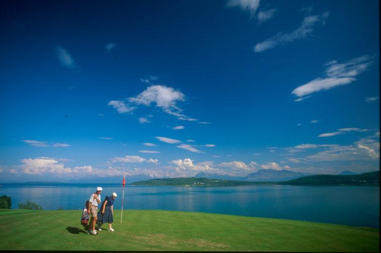 En nihulls golfbane kompletterer det herskapelige © Røkenes gård