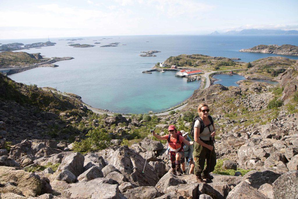 På vei opp Henningsvær sin mest populære fjelltur Festvågtind
