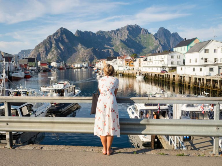Fra Henningsvær med utsikt mot dagens turmål Festvågtinden © Kristin Folsland Olsen