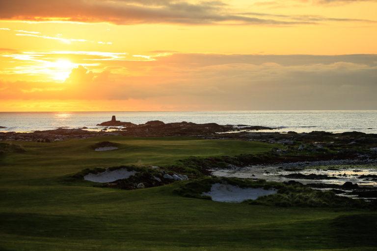 Golfbanen på Hov i midnattssol © Kevin Murray/Lofoten Links