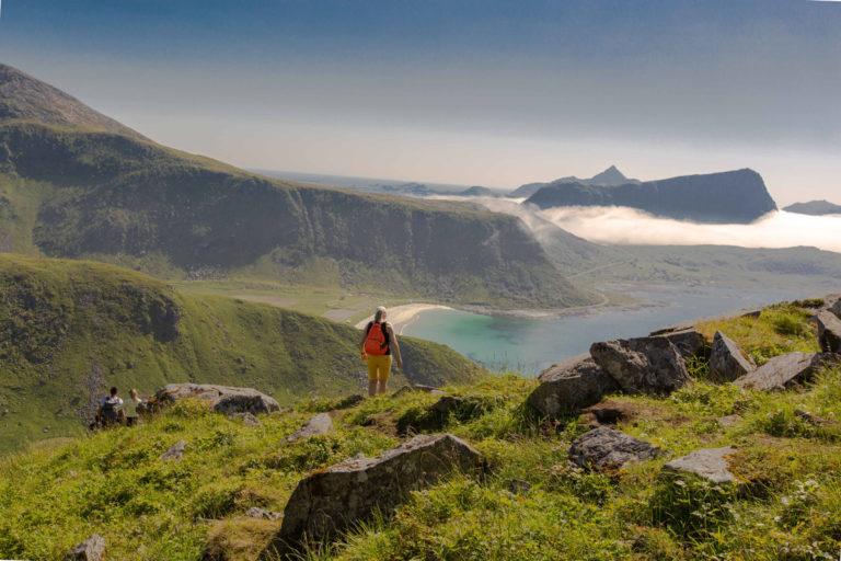 Person på vei ned Mannen i Lofoten © Mats Hoel Johannessen