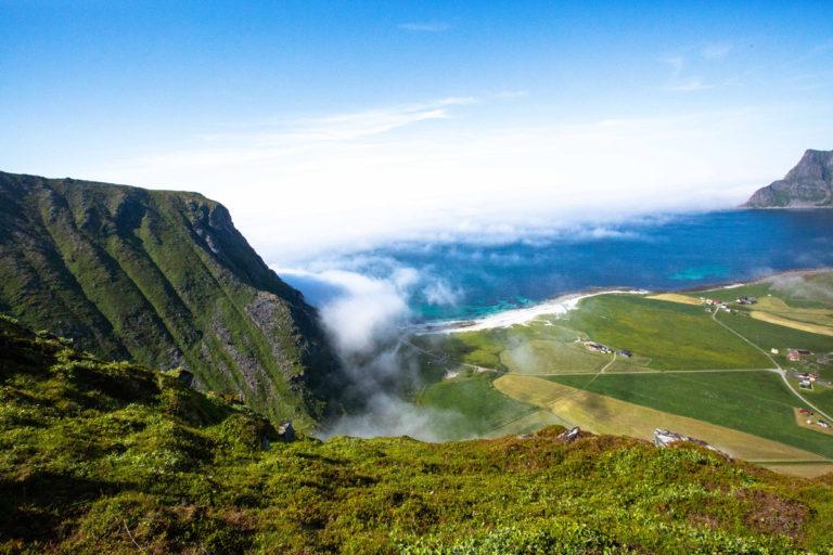 Utsikt mot Uttakleiv fra toppen av Mannen © Mats Hoel Johannessen