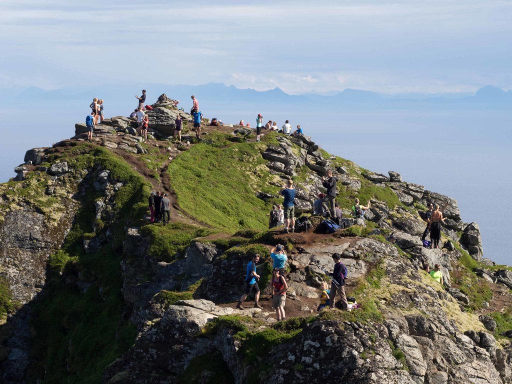 På toppen av Reinebringen i Lofoten