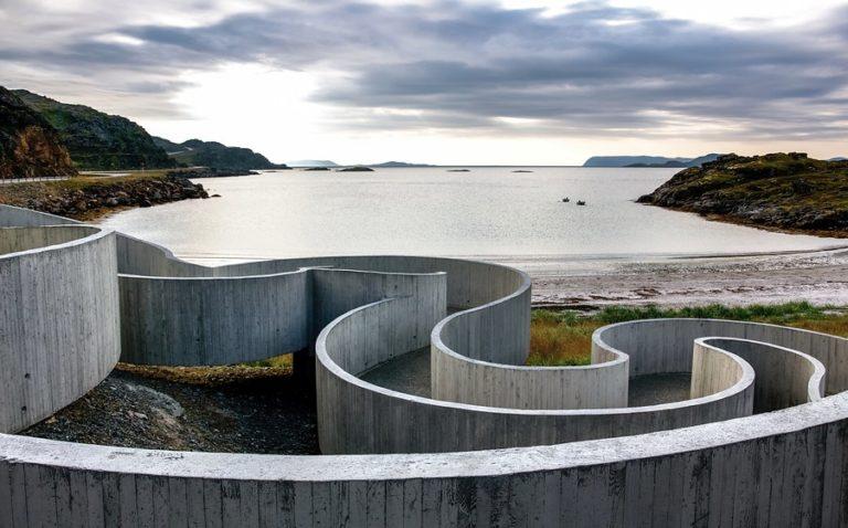 Selvika tilbyr toalett og rasteplass med svungne linjer © Per Ritzler/Statens vegvesen