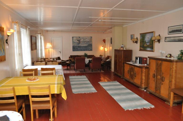 Her spiser overnattingsgjester frokost, tidligere bodde fiskere fra Troms her når de var på sesongfiske © Nordkappmuseet