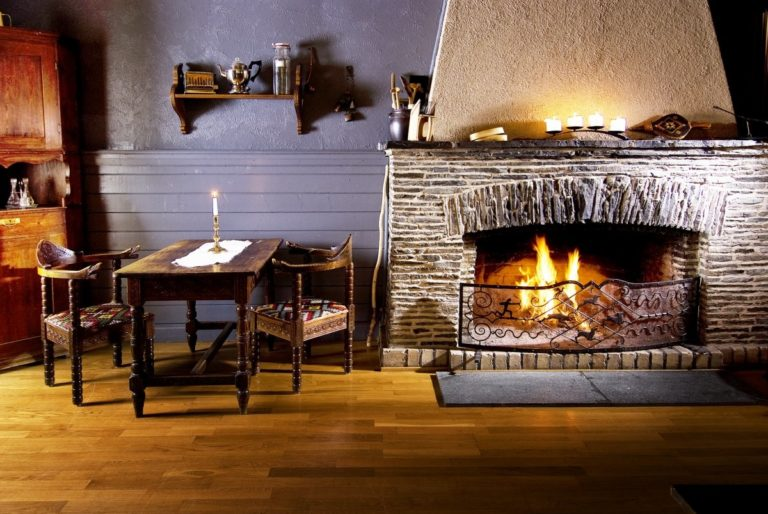 Cosy surroundings to come back to after a day out in nature © Rundhaug Gjestegård