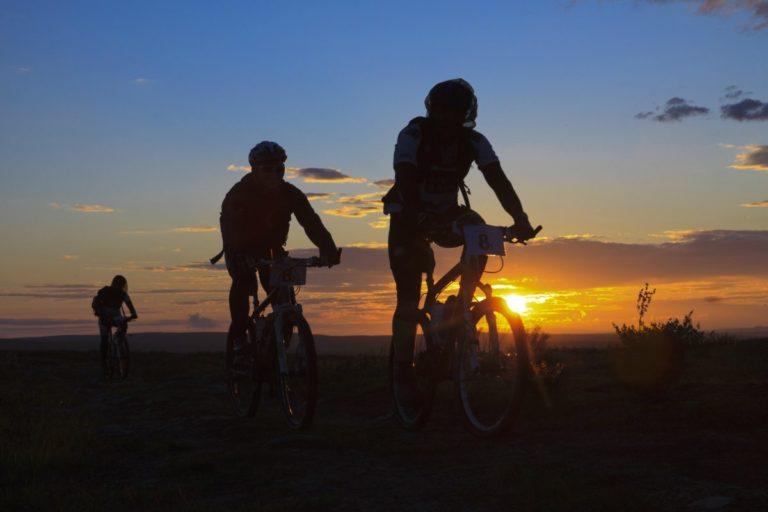 Løpet går dag og natt, til og med med midnatttssola © Offroadfinnmark