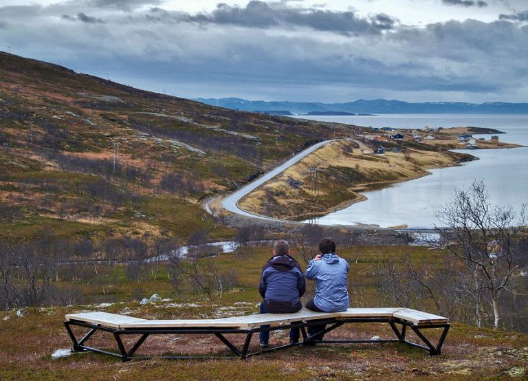 Lillefjord er mer skjermet, med lavvokst bjørkeskog © Jarle Wæhler/Statens Vegvesen