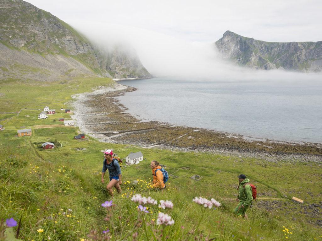 Måhornet på Værøy har merket sti helt til toppen av fjellet