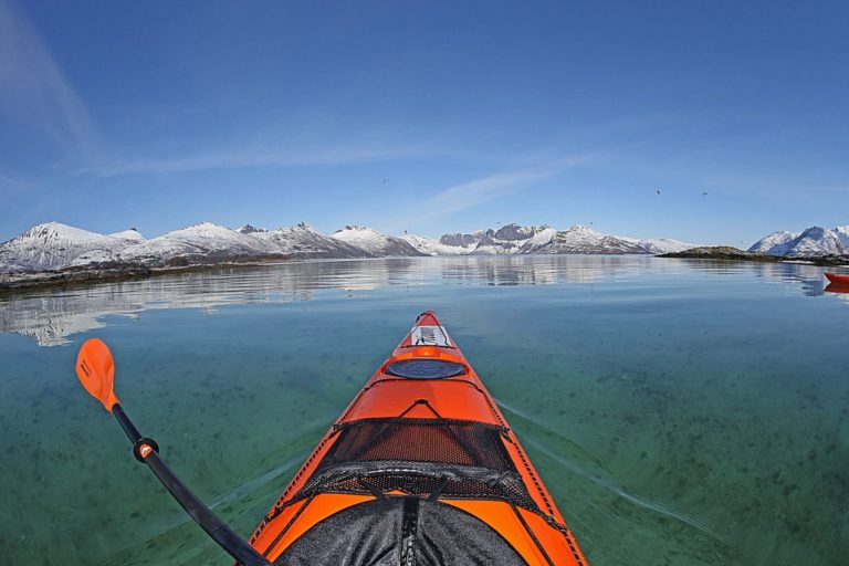 Kayaking can be done throughout the year in the protected waters around Hamn © Nils Erik Bjørholt