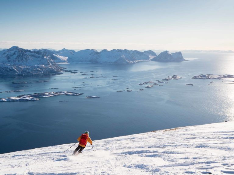 På vei ned med utsikt i en av Senjas mange fjorder © Kristin F. Olsen