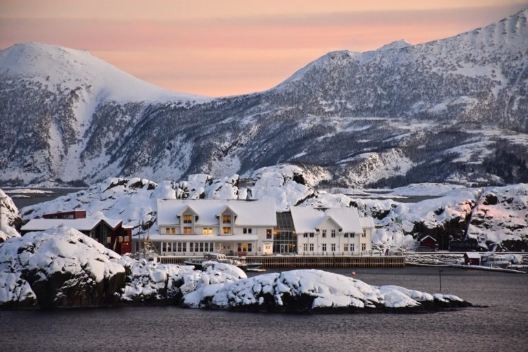 Stunning winter scenery, perfect for a getaway in nature © Hamn in Senja
