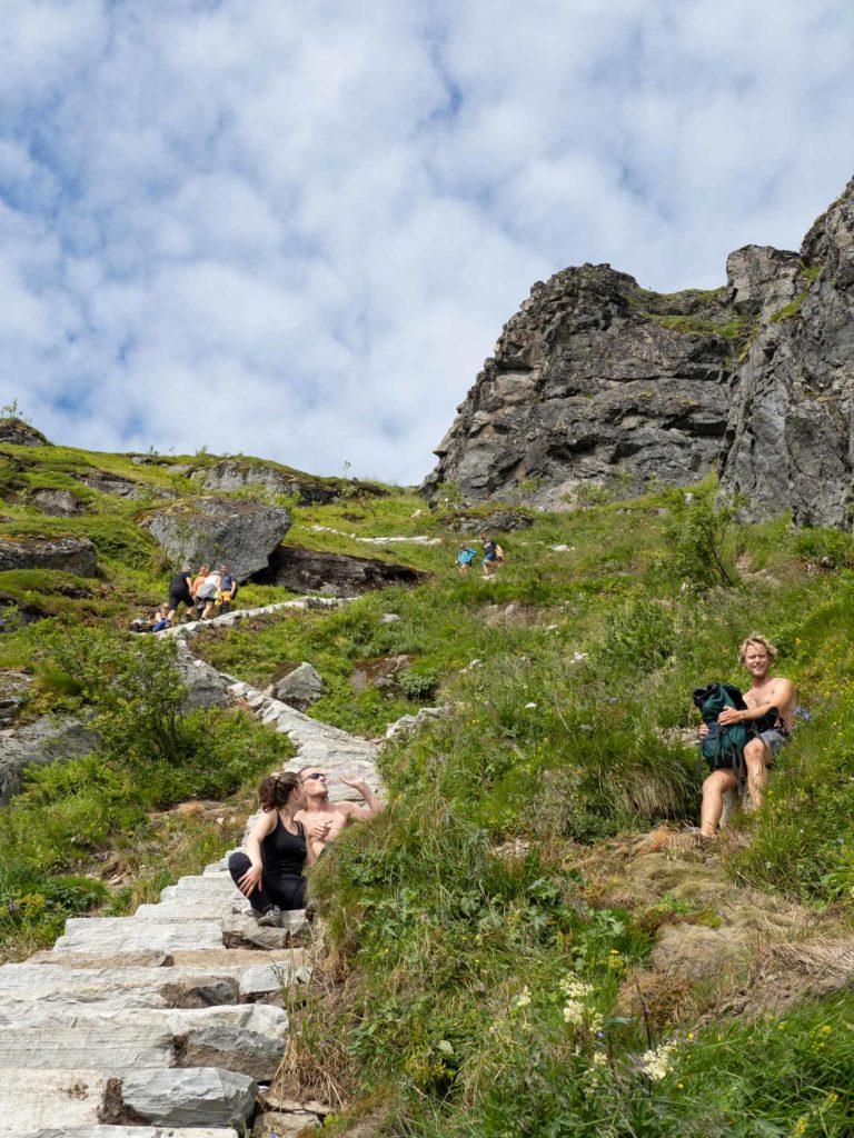 Det er ikke vanskelig å finne veien opp til Reinebringen © Kristin Folsland Olsen