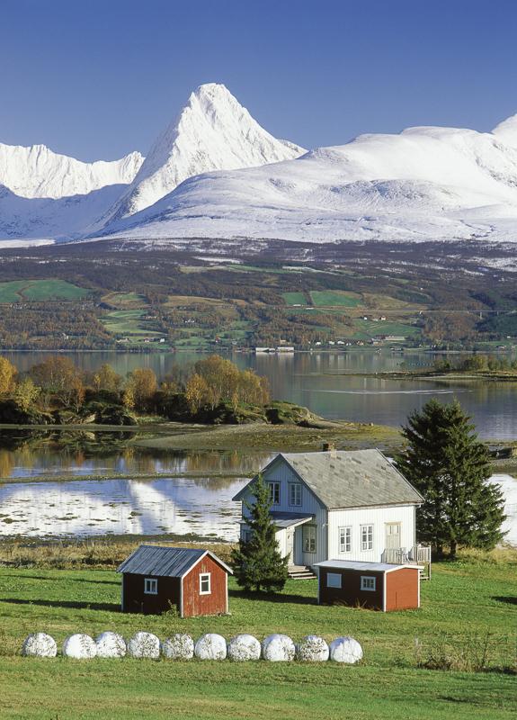 En høstmorgen er plutselig fjellene hvite © Bård Løken