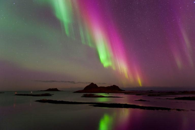 Gaukværøy under nordlyset © Øystein Lunde