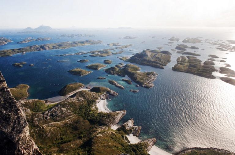 Rødøyløva er kjent for den vakre havutsikten © Terje Rakke