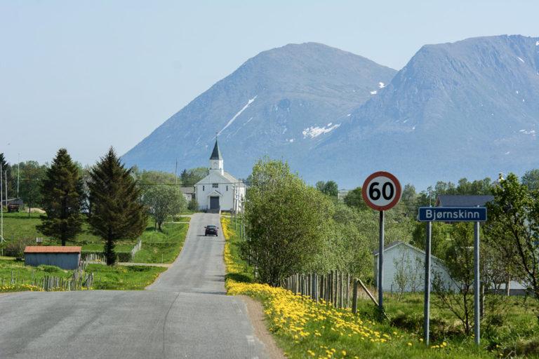 På vei inn til Bjørnskinn på Andøya en fin forsommerdag © Jarle Wæhler/Statens vegvesen