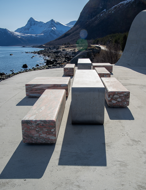 The Ureddplassen resting place is calm and serene in a landscape of drama © Steinar Skaar/Statens vegvesen