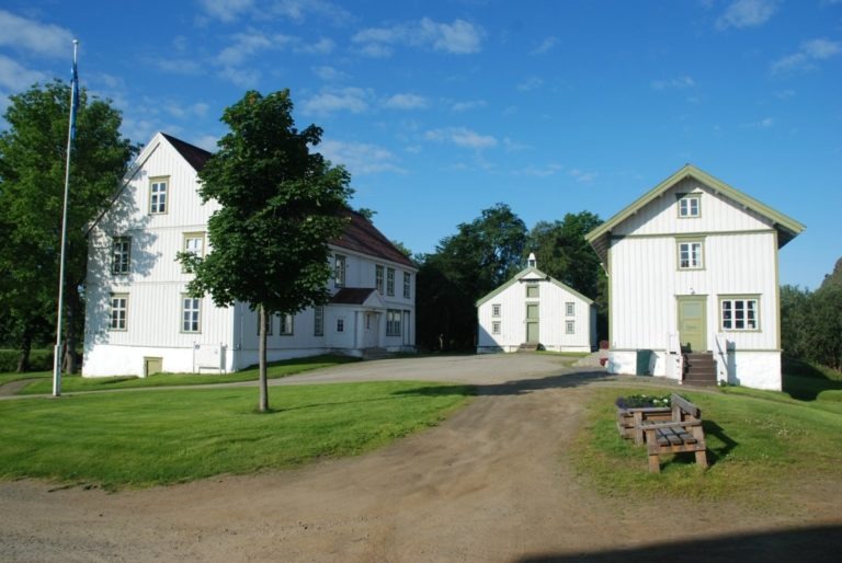 The manor house with outbuildings and gardens © Museum Nord Vesterålsmuseet