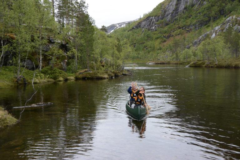 Høy stemning på vei mot kajakkbæring © Knut Hansvold
