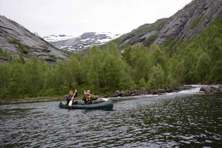 Et par stryk gjør at du må bære kajakken rundt hundre meter © Knut Hansvold