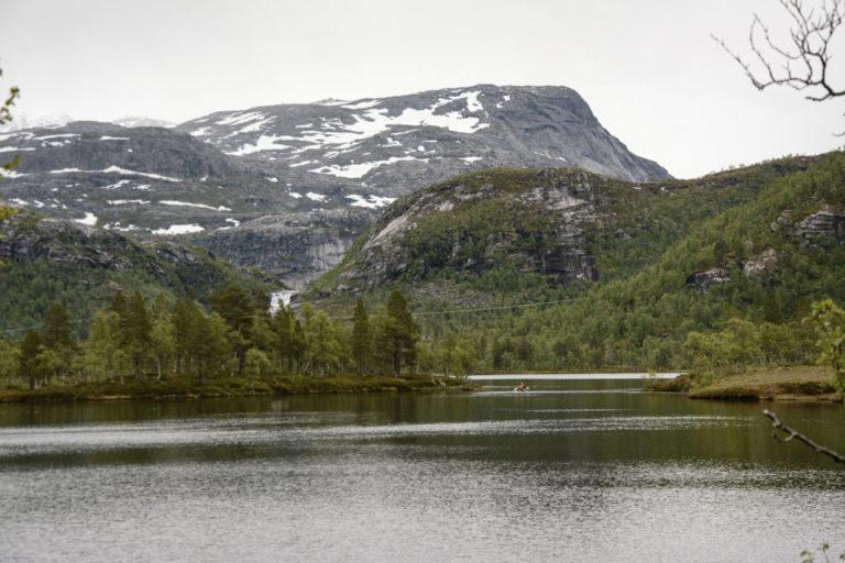På vei inn i villmarka på Kollbakkelva © Knut Hansvold
