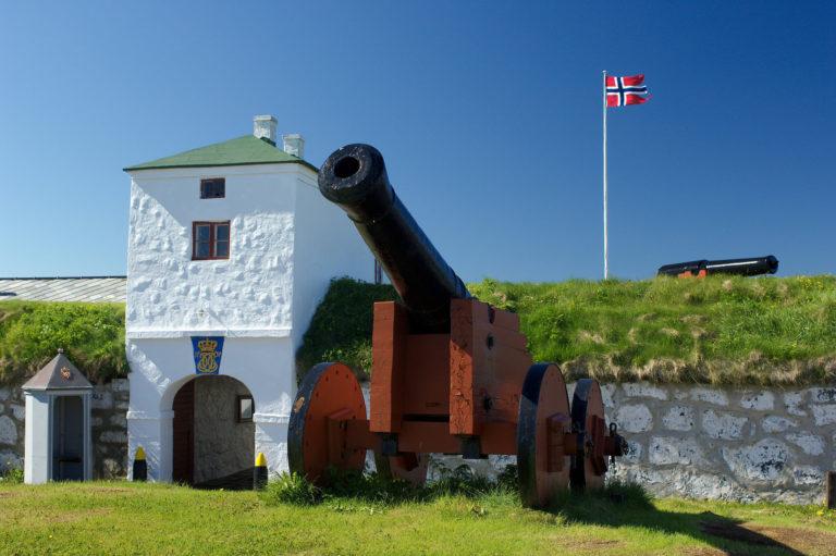 Canon at the entrance © Trym Ivar Bergsmo/NordNorsk Reiseliv