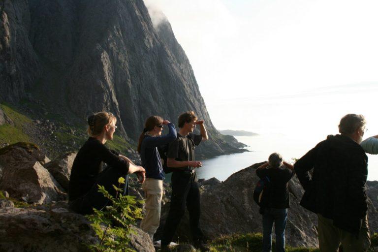 Den værharde yttersida av Lofoten har et rått landskap © Aqua Lofoten Coast Adventure AS