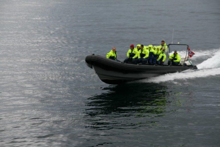RiB-båter kan gå fort, men det er ikke poenget for Aqua Lofoten © Aqua Lofoten Coast Adventure AS
