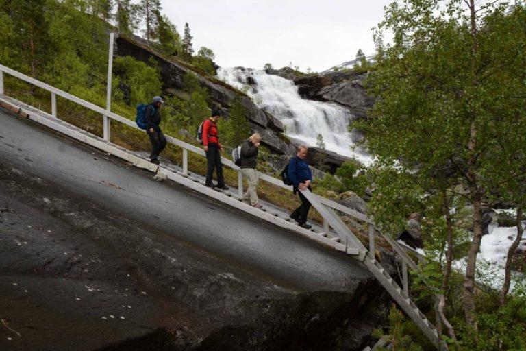 Bergene er så glatte at det er bygd flotte trapptrinn © Knut Hansvold
