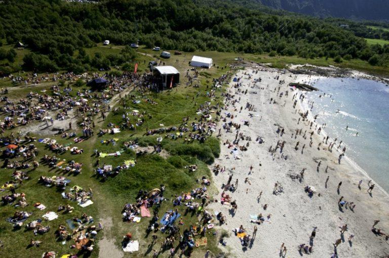 Stranda er en bra plass om sommeren © Musikkfestuka