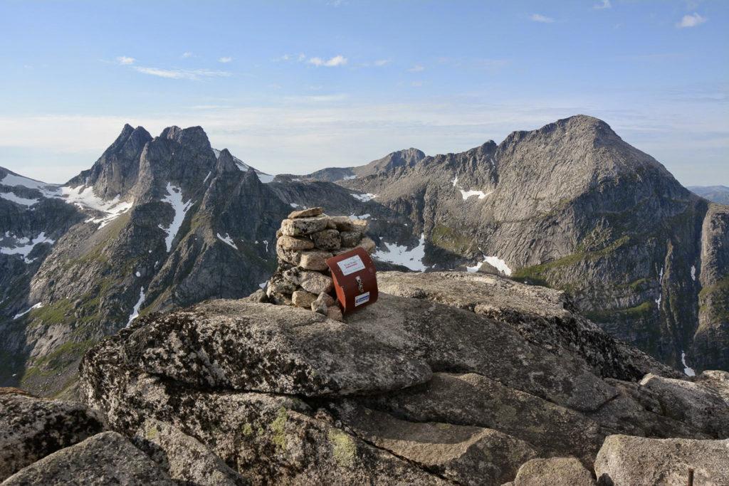 på toppen av buren på kvaløya