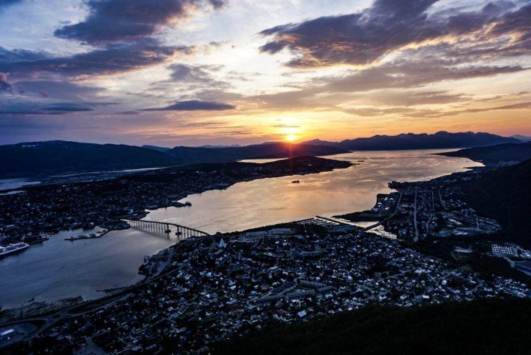 Utsikt mot midnattssola i Tromsø © Knut Hansvold