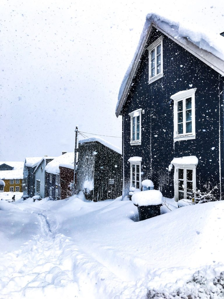 It sometimes snows endlessly in Tromsø. Here a glance down the Skipper Grødal lane in central Tromsø © Knut Hansvold