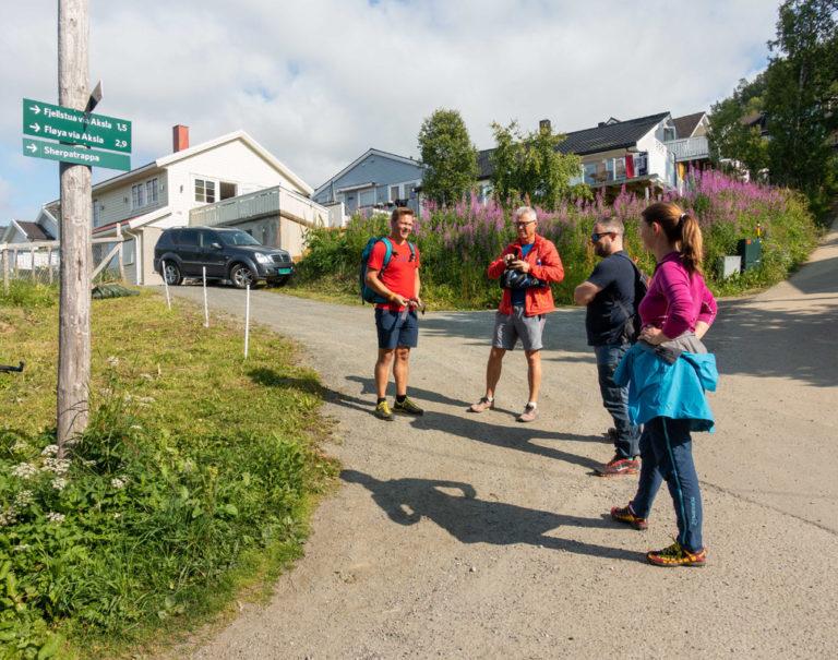 Skiltet viser vei opp til starten av Sherpatrappa i Tromsø © Mats Hoel Johannessen