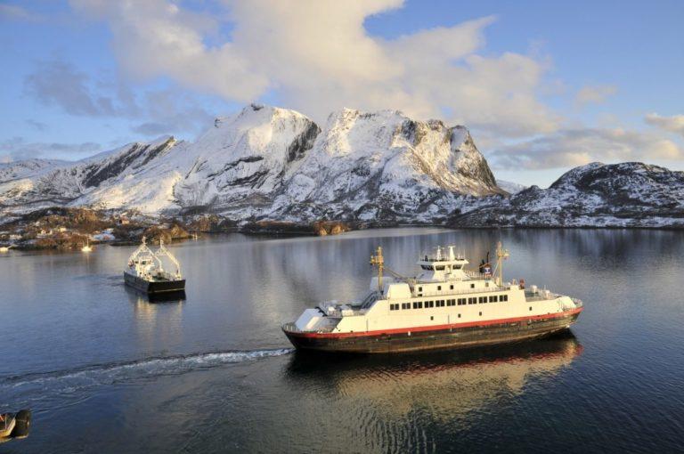 Ferger går i alle retninger i øymylderet på Helgeland © Steinar Skaar