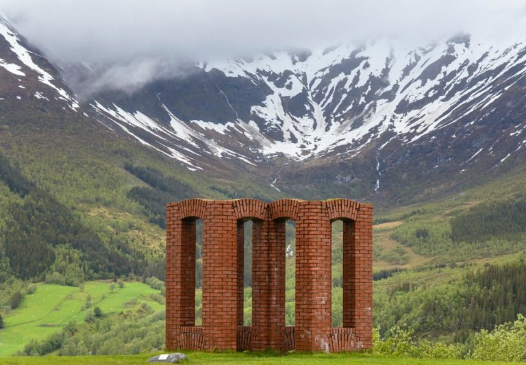 """Varde"" av Per Kirkeby er skulpturlandskap Nordlands representant i Meløy © Steinar Skaar"
