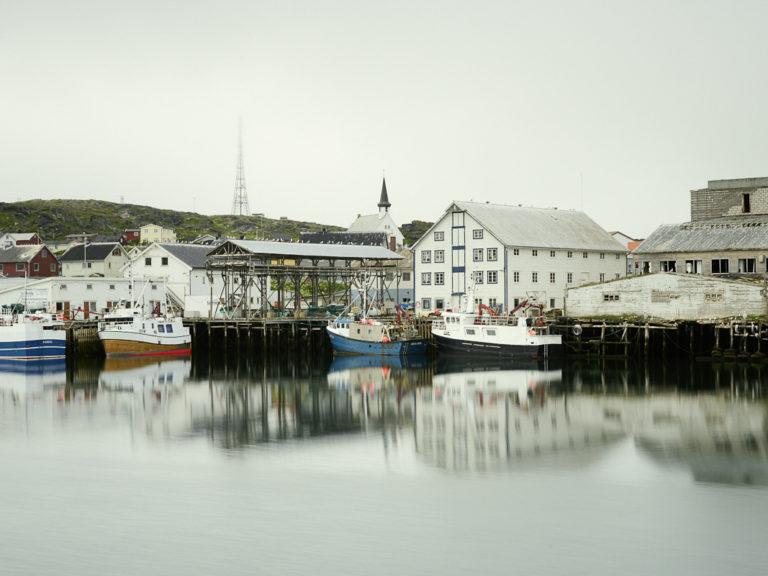 Fra havna i Berlevåg med kirken i bakgrunnen @FotoKnoff
