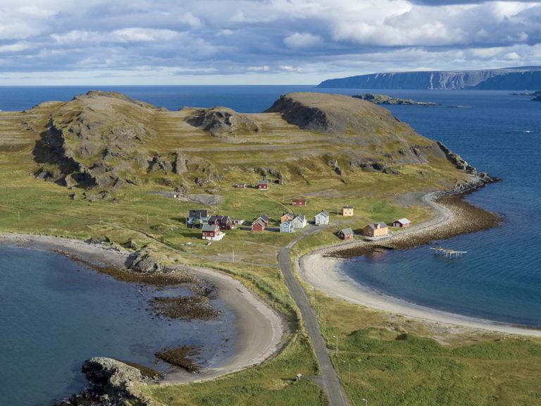 Kongsfjord er et vakkert sted på Ishavsveien © FotoKnoff