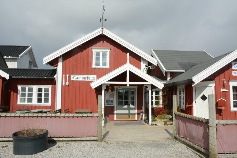 Classic red panelling of Rorbu cabins © Knut Hansvold