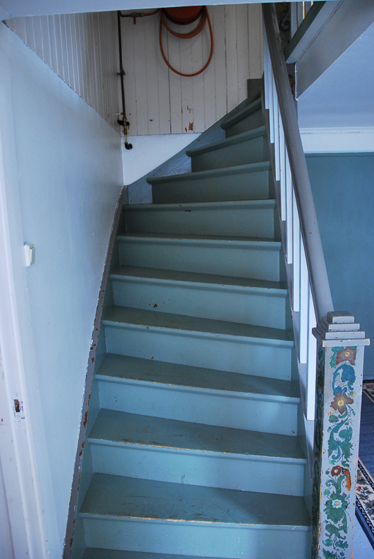 The staircase to the accommodation is classical design © Knut Hansvold